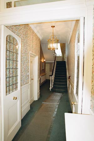 london_apartments_hallway